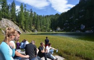Schulklasse am Schwarzsee
