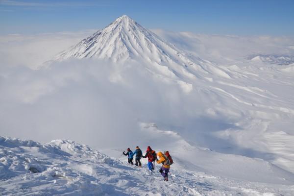 Vulkanskibergsteigen in Kamchatka